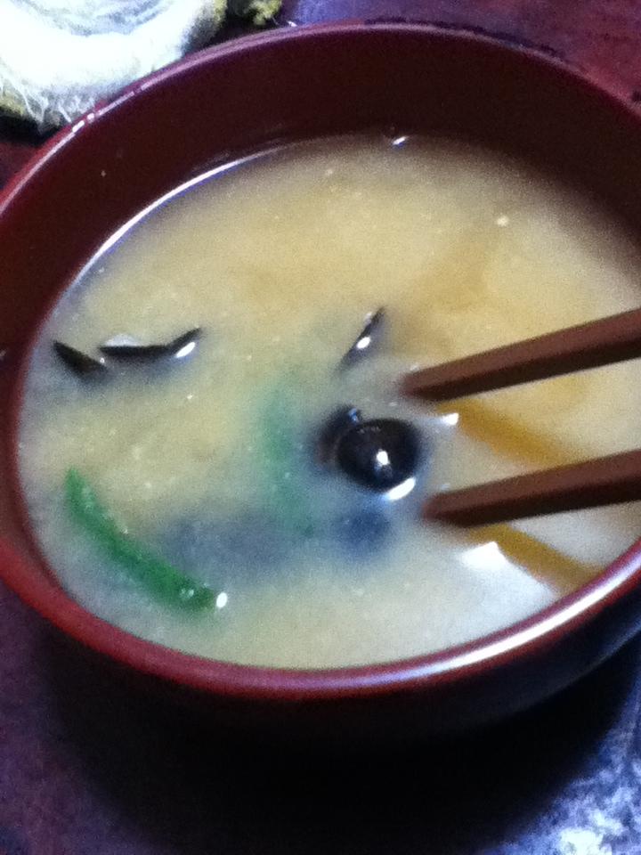 シジミとインゲンの味噌汁