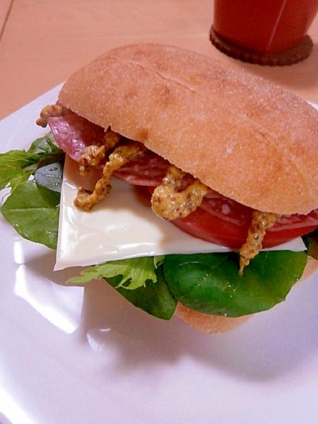 2. ソフトサラミのあっさりサラダサンドイッチ