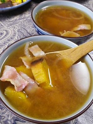 焼き芋とベーコンの味噌汁