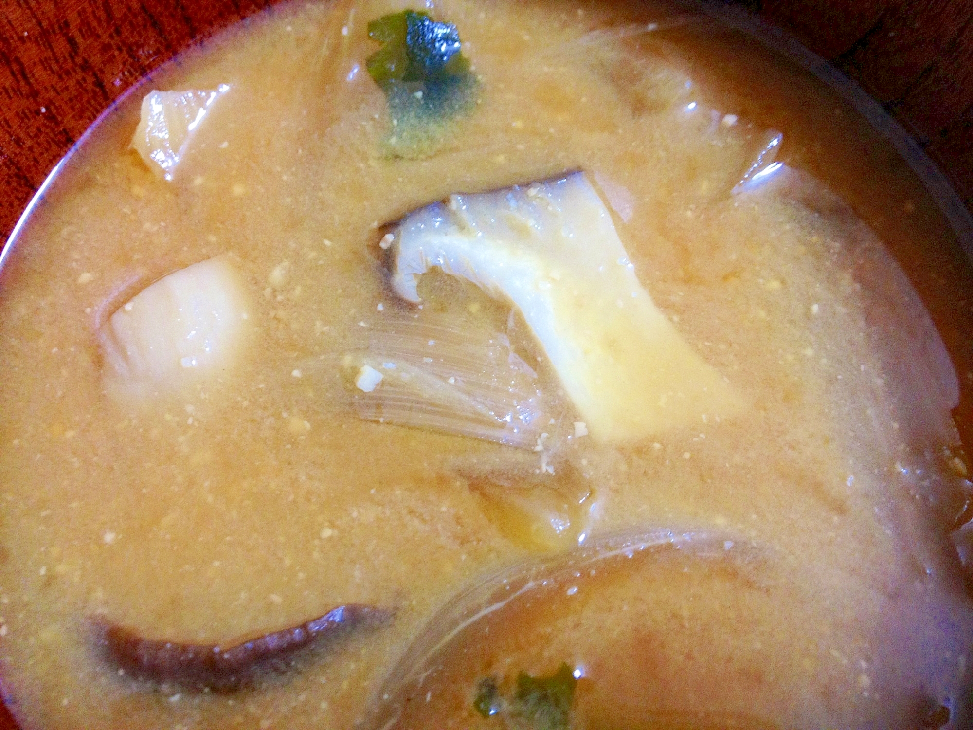 エリンギワカメ玉ねぎのお味噌汁