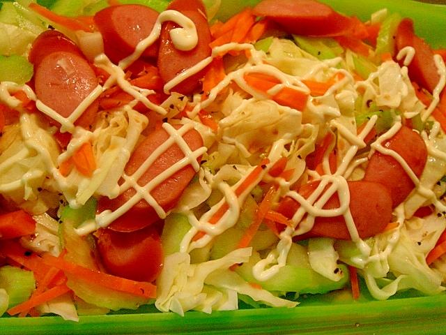 常備野菜とウインナーのレンジ蒸しサラダ