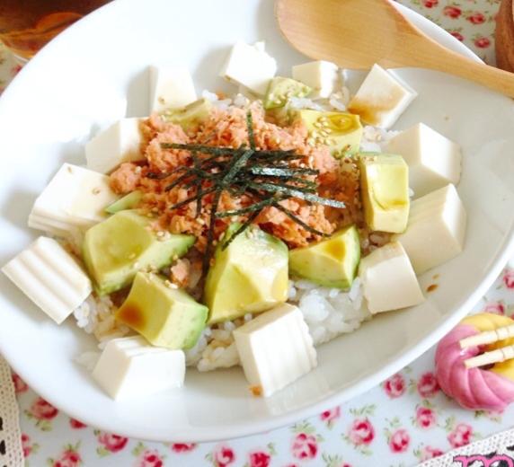 最高の組み合わせ♪鮭アボカド丼