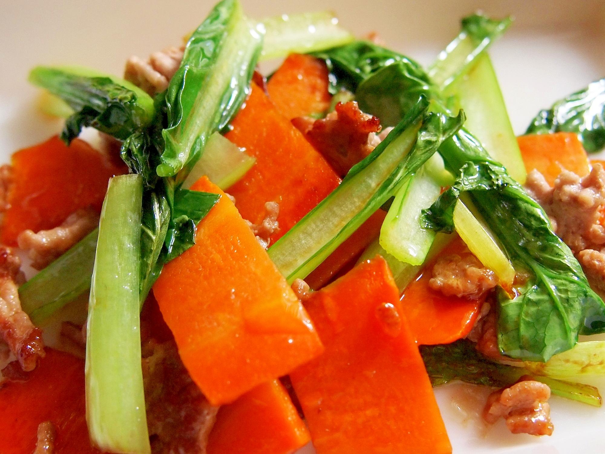 小松菜とにんじんとひき肉の炒め物