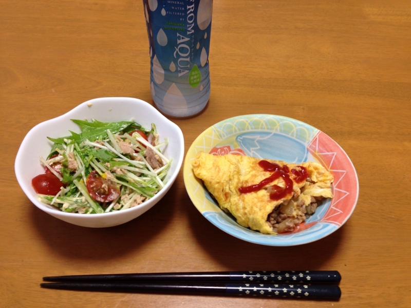 ひき肉オムライスと水菜サラダ