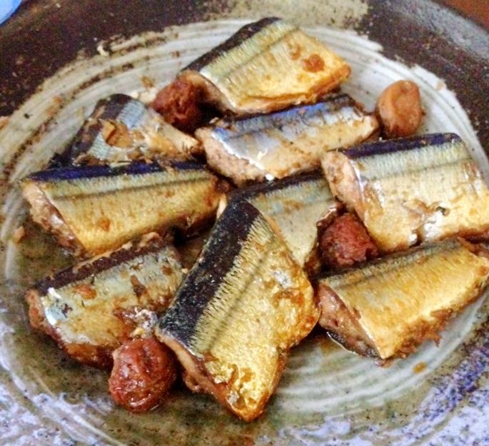 骨まで柔らかい圧力鍋でサンマの梅煮