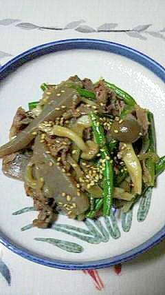 こんにゃくと牛肉、野菜の炒め物