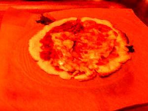 コーンビーフとキムチの元で作るコッテリピザ
