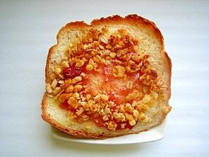 フルーツグラノーラといちごジャムの甘いトースト