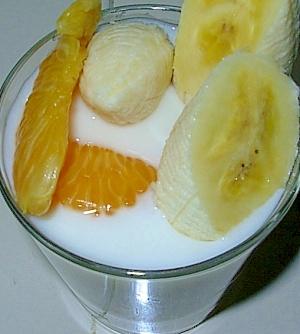 フルーツ盛り付けヨーグルト