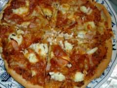ハムとカッテージチーズのピザ