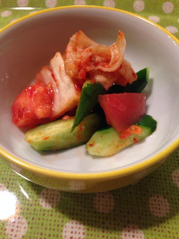 トマトときゅうりとキムチの和え物