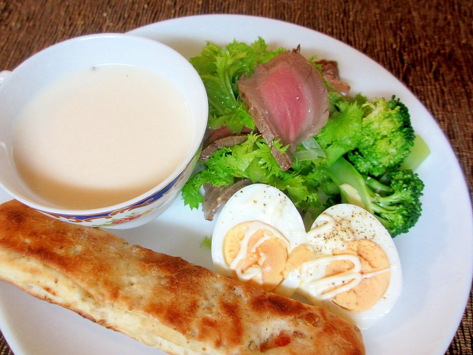 ロースとビーフとわさび菜のサラダの朝パンプレート