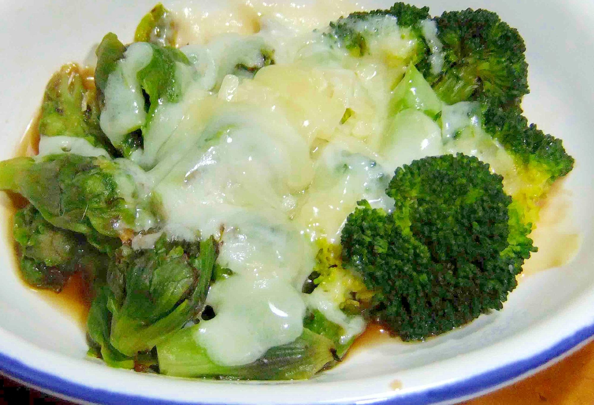 ふきのとうとブロッコリーの和風チーズ焼き