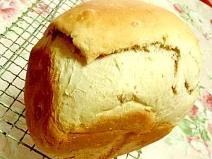 食感も美味しいハニー・ナッツメープル食パン