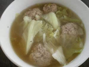 鶏肉団子とキャベツの中華スープ