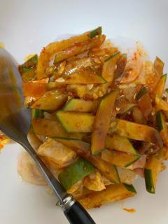 ピリ辛きゅうりと鶏の缶詰丼