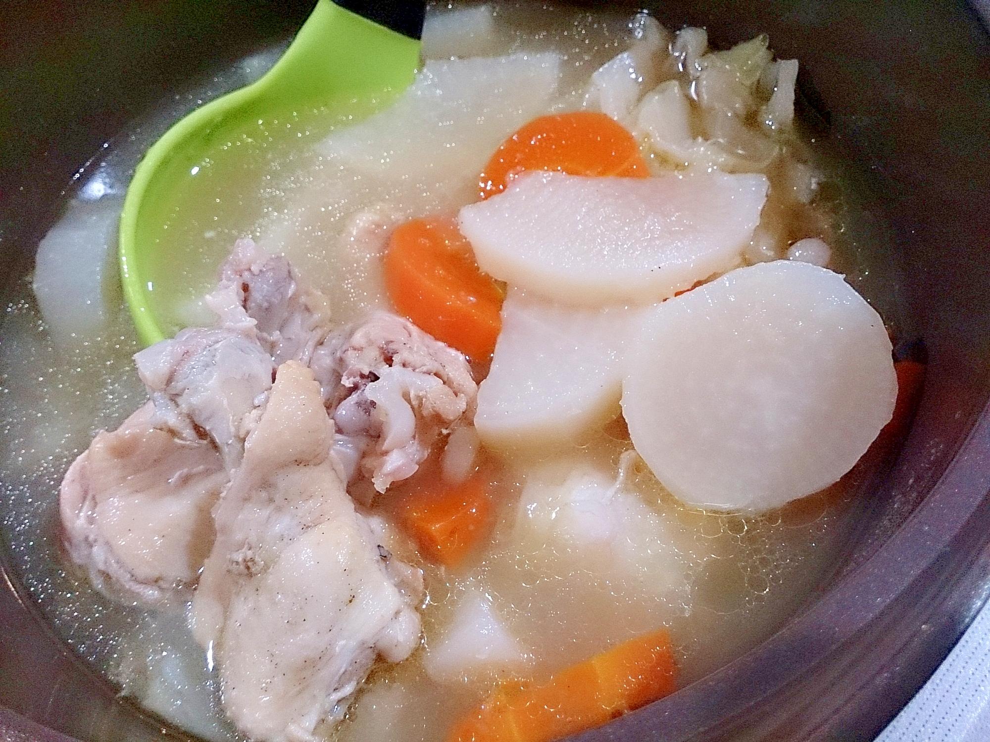 ヤマサちゃんこ鍋つゆ鶏塩だしで鶏手羽元と大根煮
