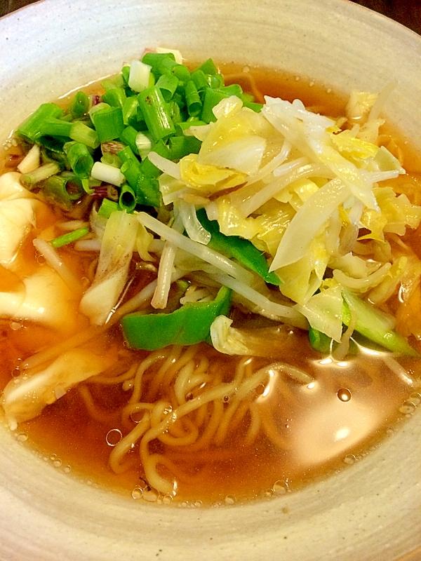 野菜炒めのっけラーメン