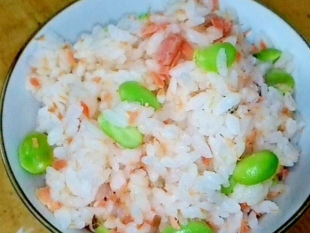 2. 鮭フレークと枝豆のごはん