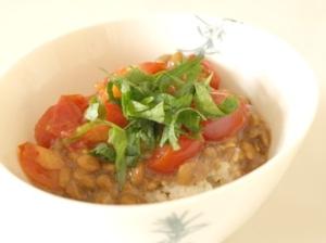 納豆トマトがけ玄米ごはん
