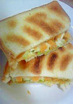レタスとチーズのサンドイッチ・マスタード風味