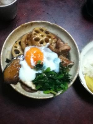 目玉付き、根野菜と豚の生姜焼き丼
