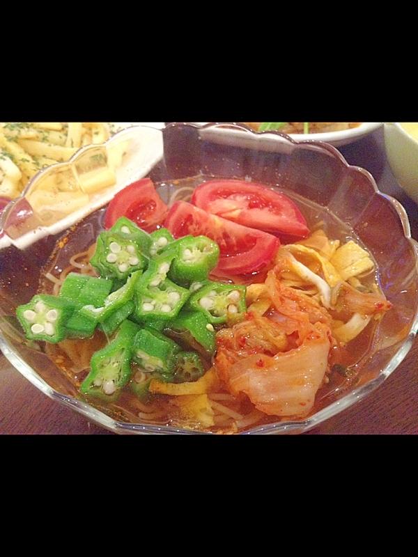 キムチとオクラの冷麺