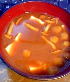 絹ごし豆腐とナメコの味噌汁