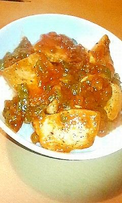 鶏胸肉のミートソース丼