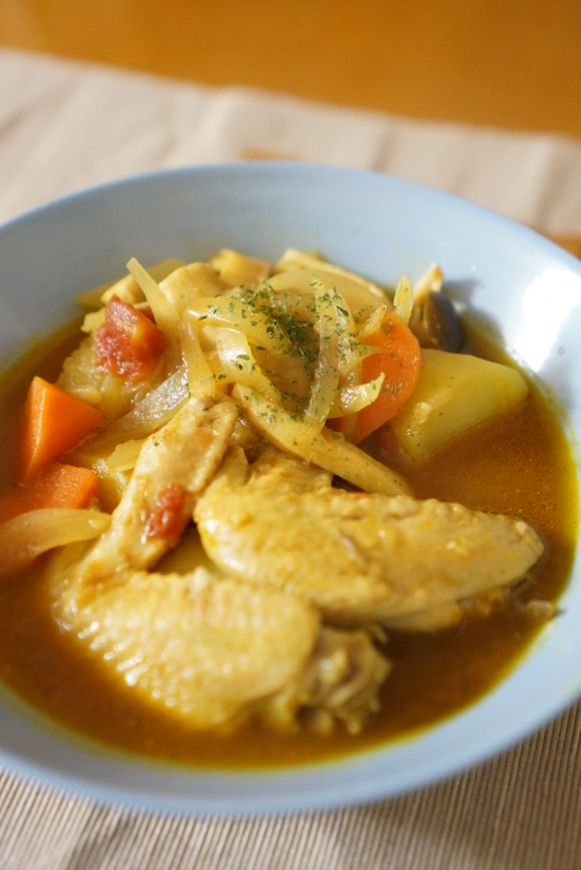 4. 鶏手羽のスパイシートマトスープ