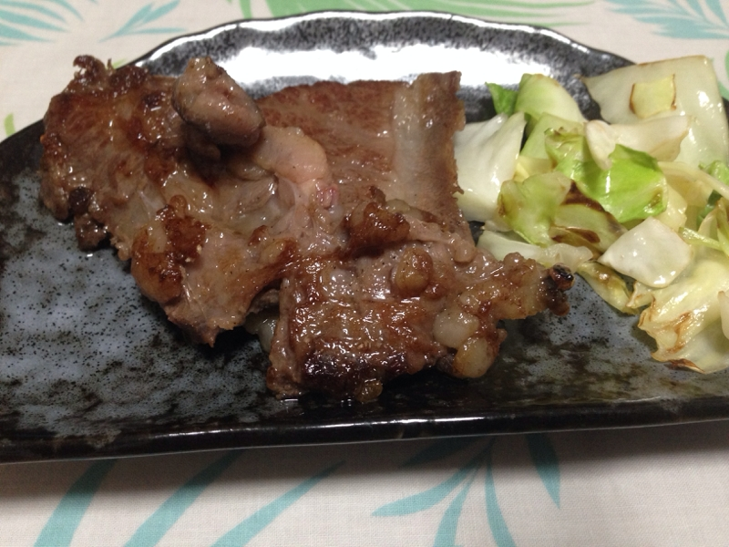 キャベツ添え☆牛肉ステーキ(*^^*)