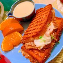 鹿肉ボロネーゼソースと卵とチーズのホットサンド