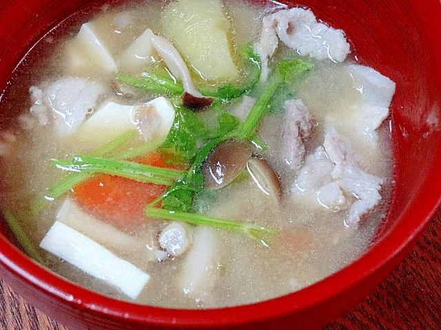 豚骨スープで濃厚うま味☆