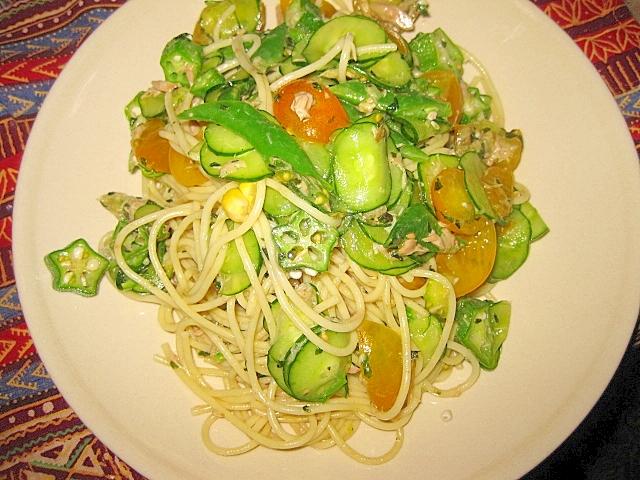 夏野菜とツナの冷製バジルパスタ