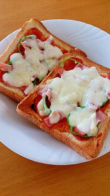 朝食に♪簡単ピザトースト