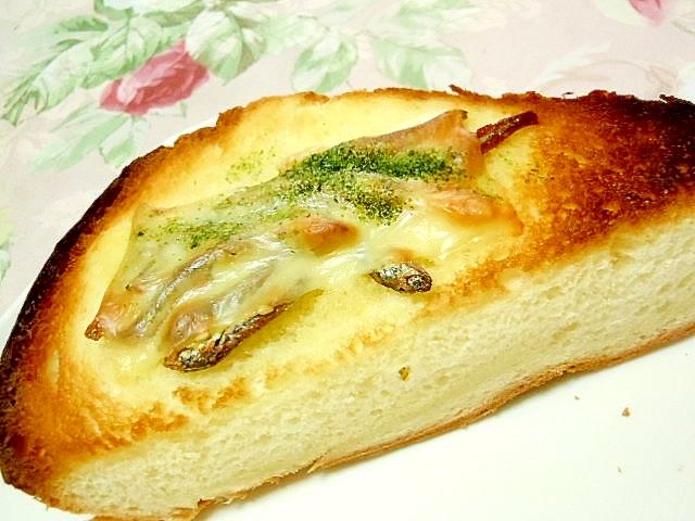 小魚アーモンドとチーズの青海苔トースト