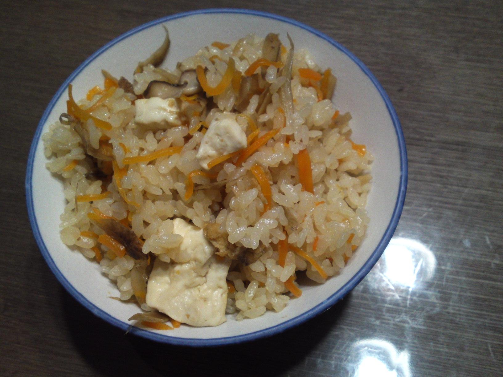 野菜たっぷり健康あっさり豆腐炊き込みごはん