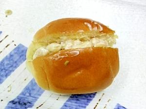 ピーナッツマヨロールパン