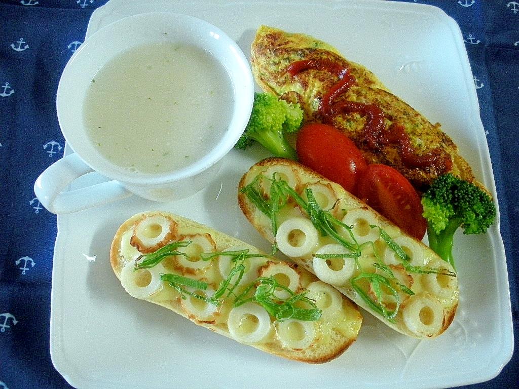 トマトとブロッコリーのオムレツ&ちくわプチパン朝食