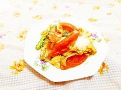 トマトと小松菜の茎の卵とじ
