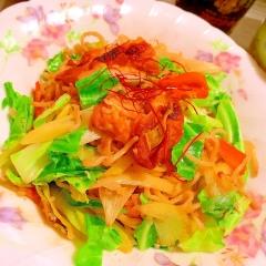 ぷたぷた車麩と彩り野菜の韓国風コチュジャン焼きそば