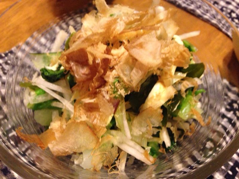 白菜と大根とわかめとふきの和風サラダ。
