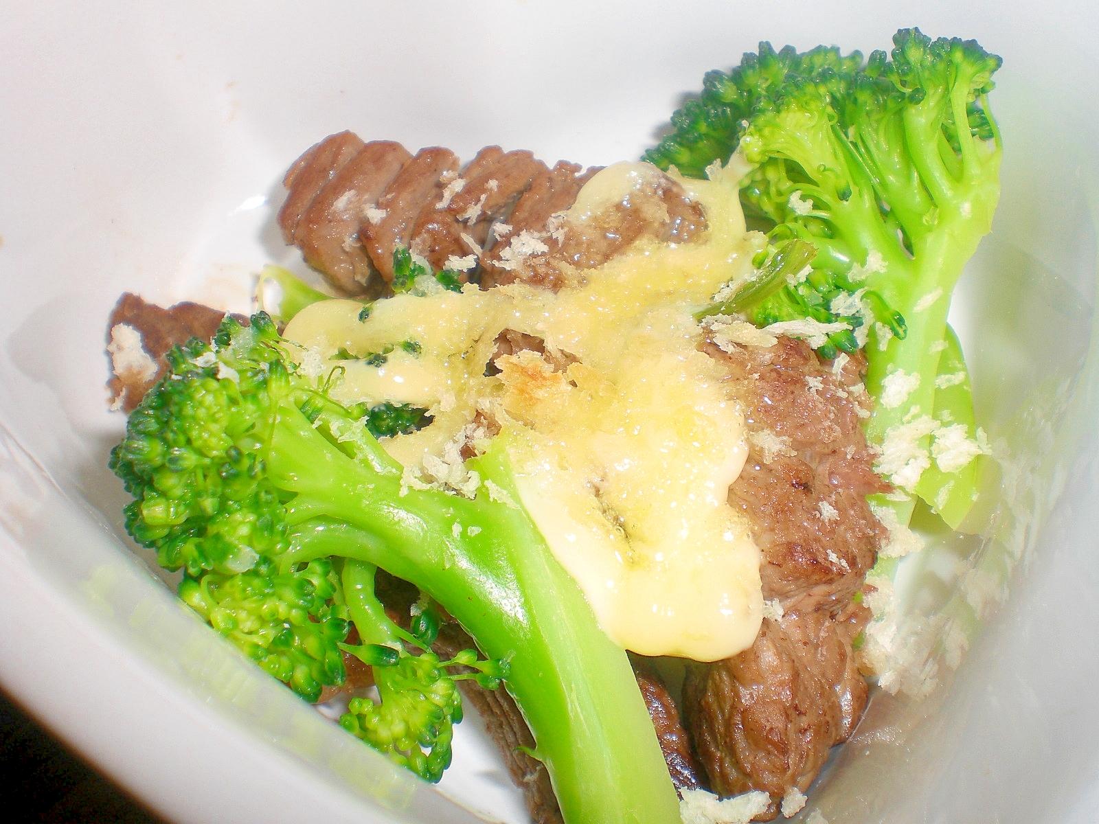 牛肉とブロッコリーのシーザーオーブン焼き