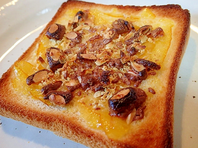 マーマとアーモンドチョコと大豆フレークのトースト