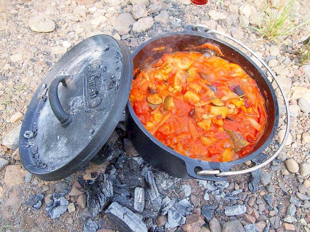 ダッチオーブンで作る豚バラ肉のトマト煮