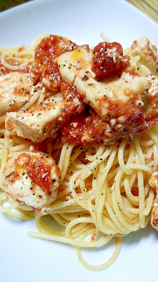 鶏肉のトマトソースパスタ