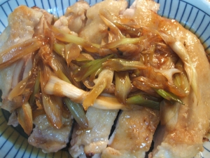 鶏肉のニンニクオーブン焼きネギソース