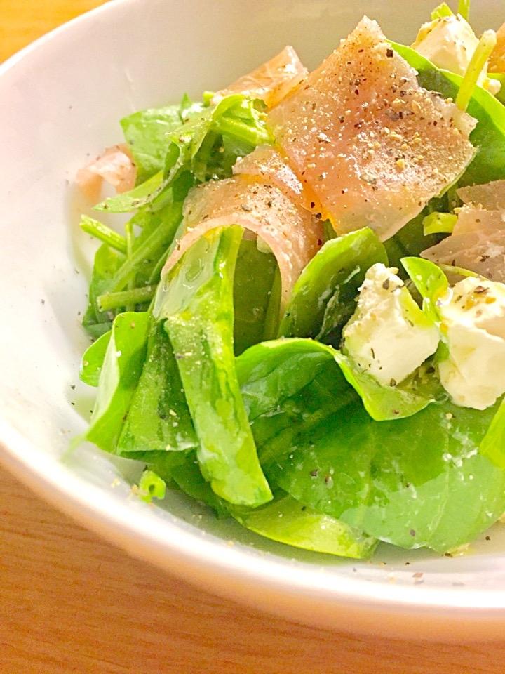 2. 生ほうれん草サラダ