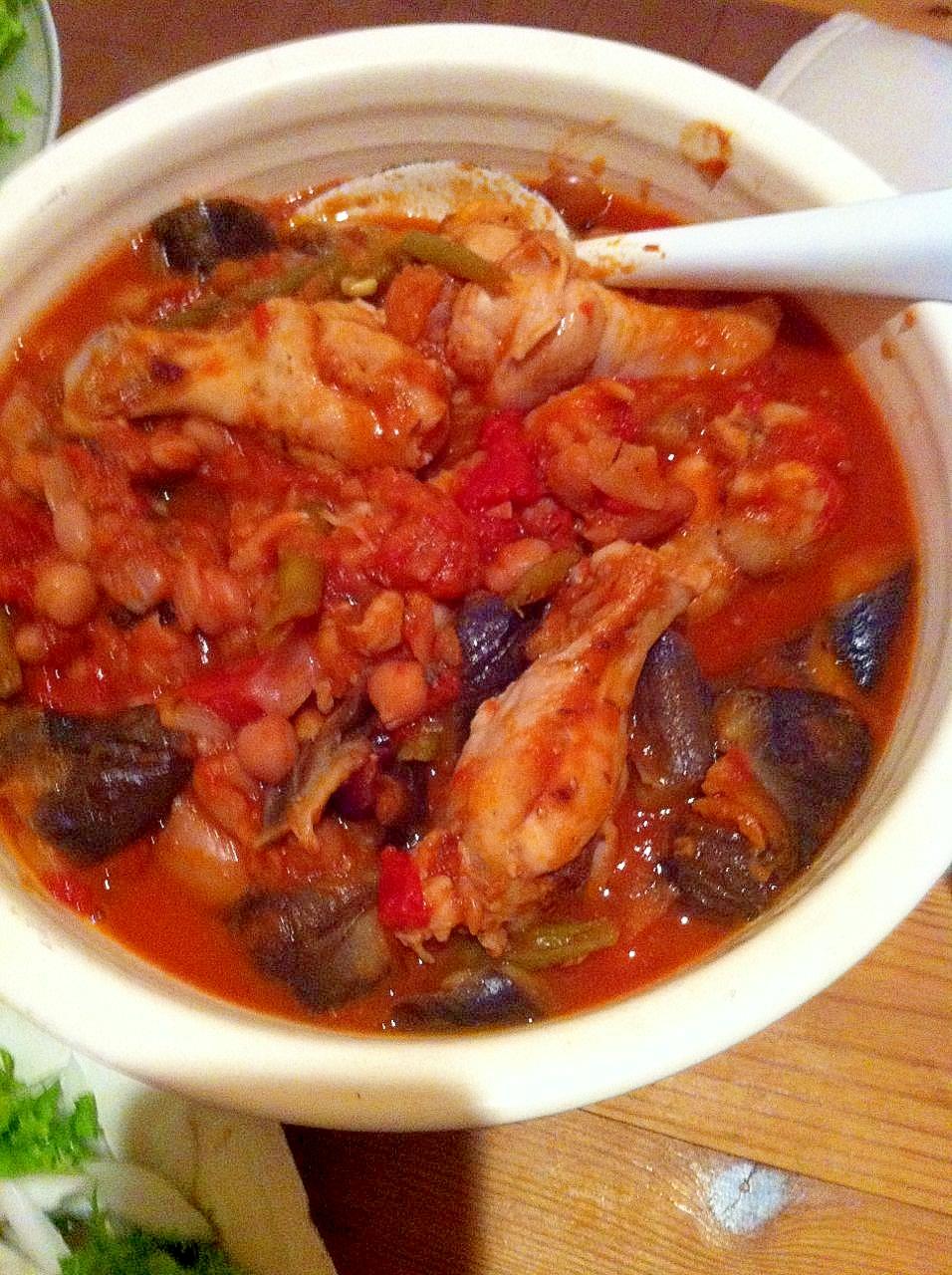 茄子と手羽元と豆のトマト煮込み