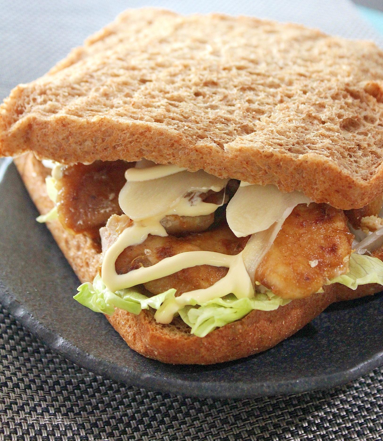 作り置きで簡単♪豚肉しょうが焼き風甘辛サンドイッチ